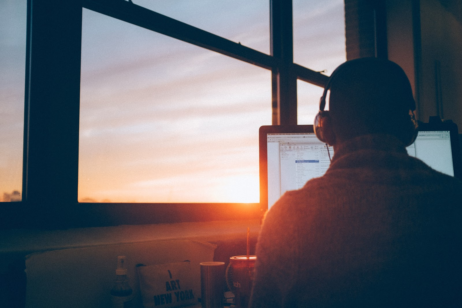How to Effectively Work from Home & Be A Stellar Remote Employee